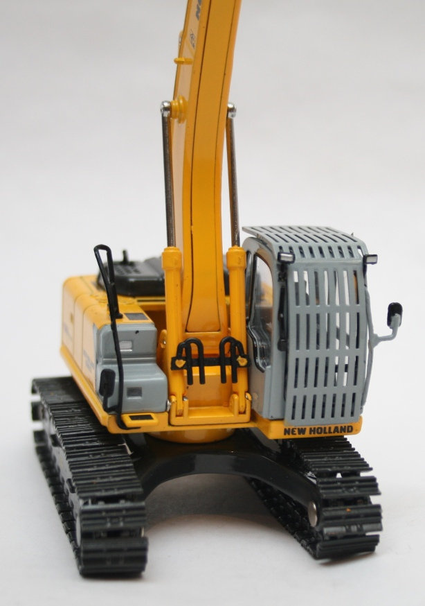 Macheta excavator New Holland E215B - partea frontala