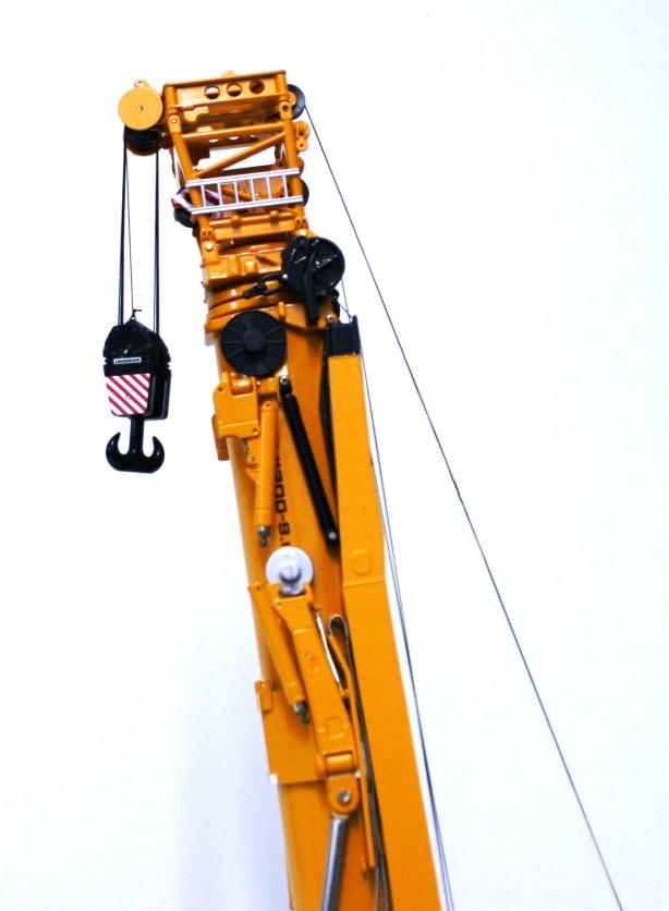 Liebherr LTM 11200 - bratul detaliat